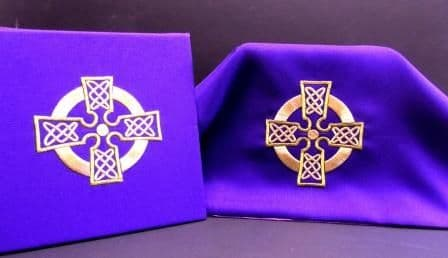 Celtic Cross Burse and Veil Set ()