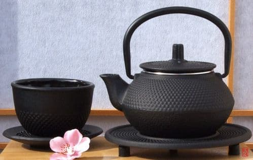 Cast iron black hobnail teapot kettle 0.3 litre cup & trivet - a one person teapot - Tetsubin