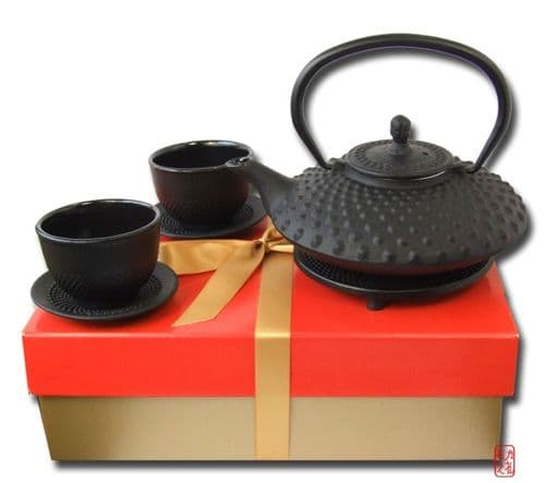 Gift set cast iron Tetsubin big hobnail black teapot 0.8L trivet and 2 Cups & saucers